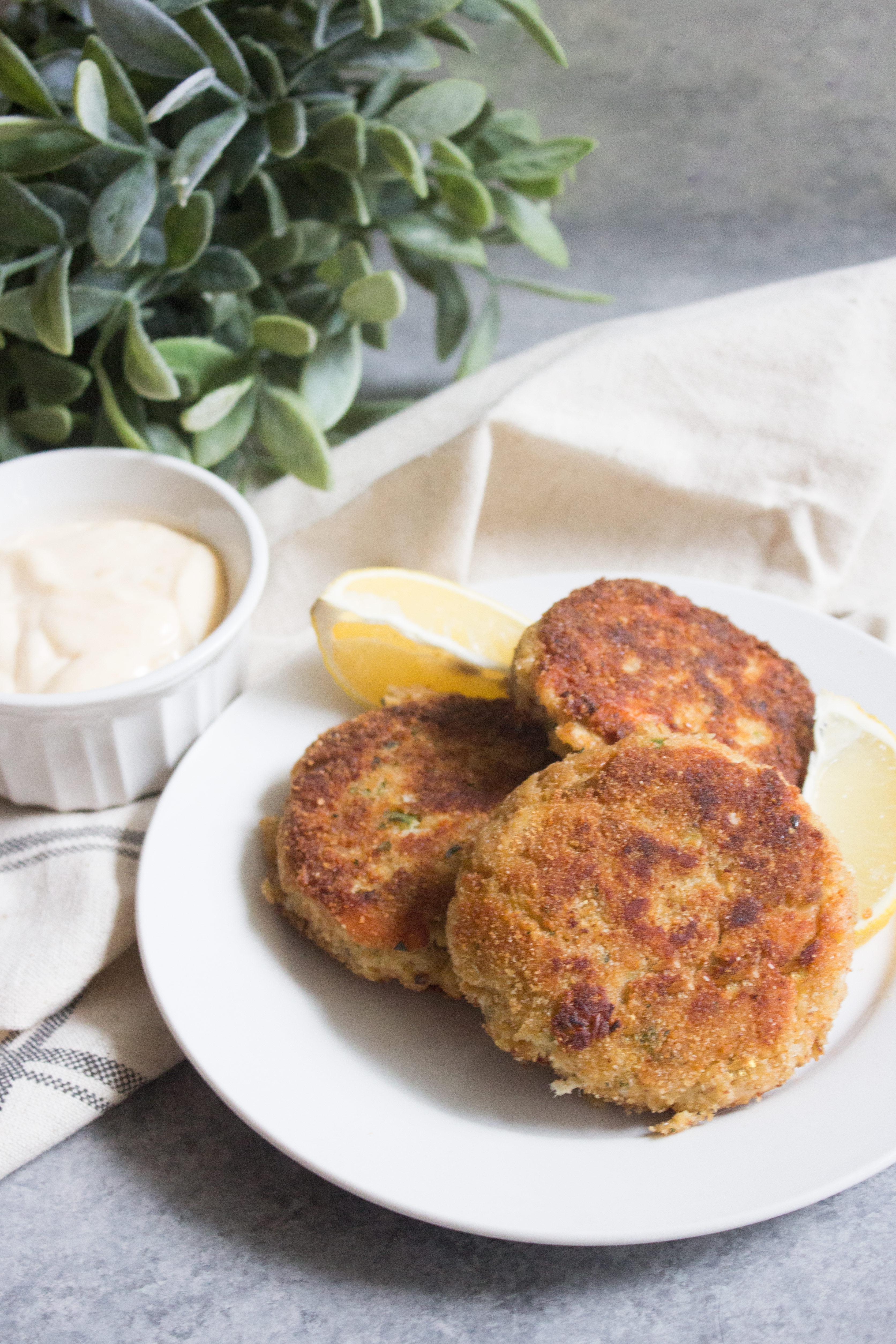 Easy Tuna Cakes With Lemon Garlic Aioli